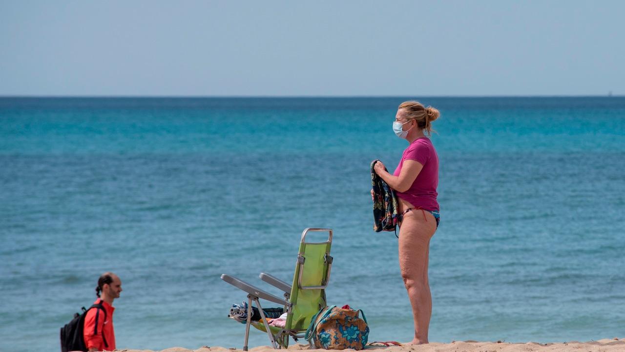 Entra en vigor el uso de mascarillas en playas y terrazas con el desacuerdo de Baleares, Canarias y Andalucía