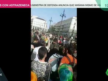 Irrumpen en una concentración por la visibilidad trans en la Puerta del Sol con insultos y saludos fascistas