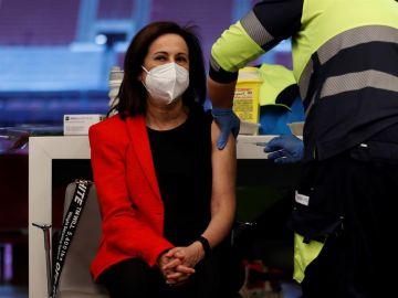 Margarita Robles se vacuna