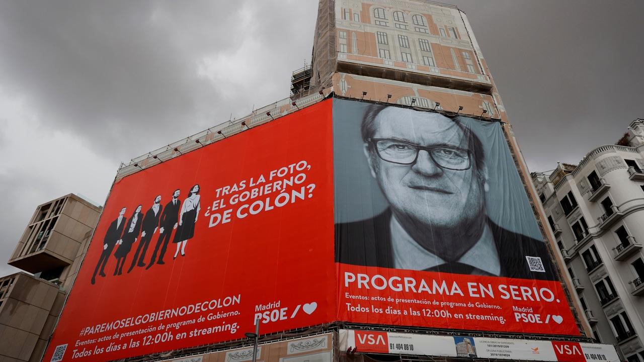 Pancarta del PSOE en el centro de Madrid