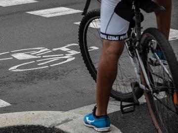 Un ciclista, en la ciudad