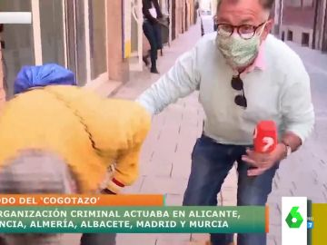 Un reportero se 'convierte' en carterista para advertir a los ciudadanos sobre los nuevos métodos de los ladrones
