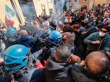Choques entre Policía y manifestantes en Roma