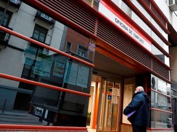 laSexta Noticias 20:00 (06-04-21) España baja de los cuatro millones de parados, pero el primer año de pandemia deja 401.000 desempleados más