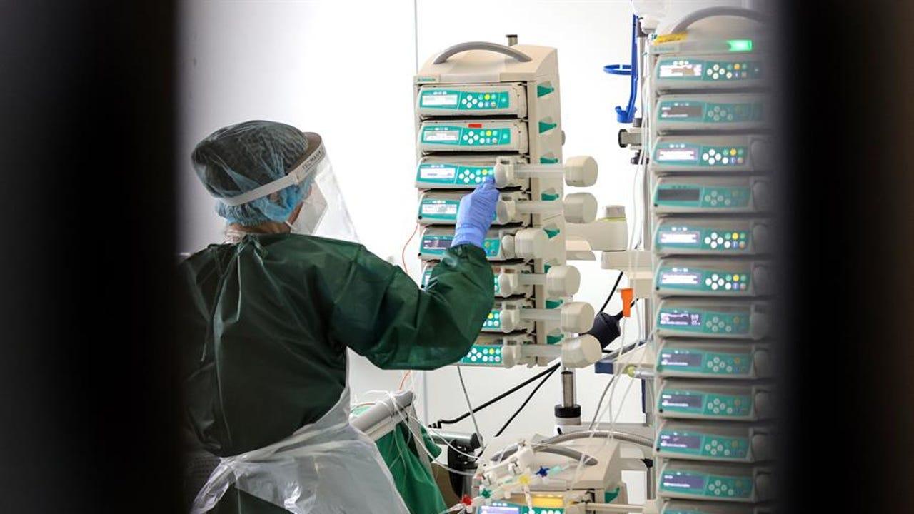 Imagen de archivo de máquinas en una habitación de hospital