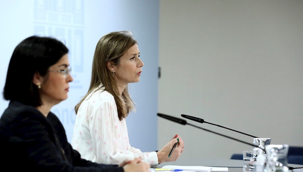 La ministra de Sanidad, Carolina Darias, y la directora de Agencia Española del Medicamento