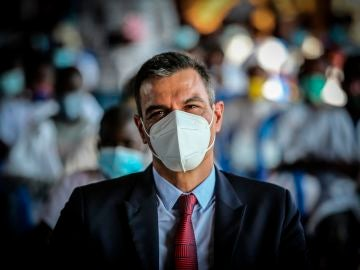 Pedro Sánchez en Angola antes de viajar a Senegal