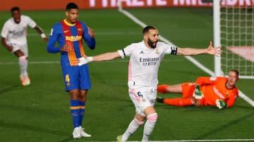 Benzema celebra el primer gol del Real Madrid ante el Barça en el partido