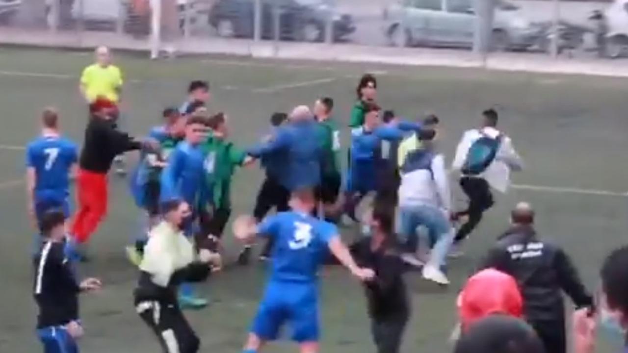 Brutal pelea en el Bon Pastor - UD Carmelo de la Tercera División catalana