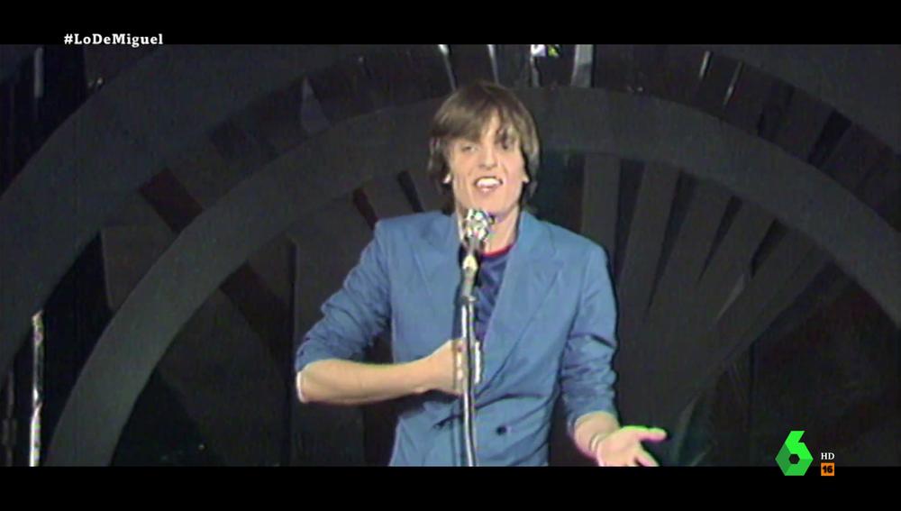 Así fue la primera actuación de Miguel Bosé en televisión cantando 'Mi Libertad' con un público lleno de famosos