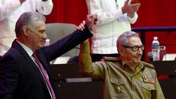Miguel Díaz-Canel Bermúdez, presidente de la República, junto al General de Ejército Raúl Castro