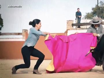 El vídeo de campaña de Rocío Monasterio toreando ante la mirada de un Santiago Abascal con boina y puro