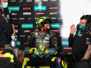 Valentino Rossi, en el 'box' de Petronas