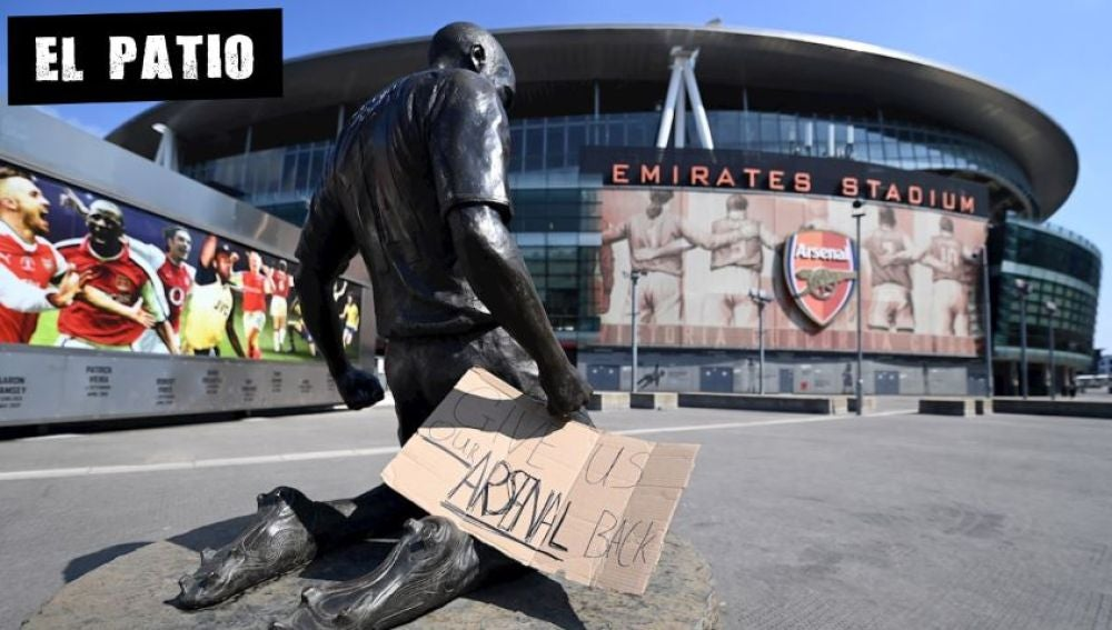 Un cartel contra la Superliga colocado a las puertas del Emirates Stadium del Arsenal en Londres