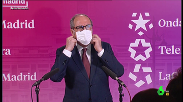 Lo que no se vio del debate: así fue el mal rato de Gabilondo al no ver nada frente a las cámaras