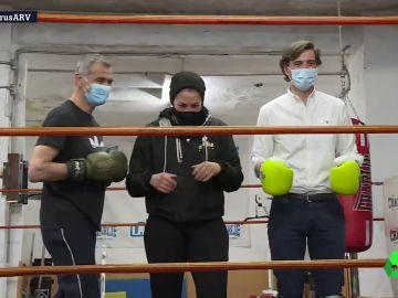Toni Cantó y Pablo Montesinos se suben al ring para hacer campaña por el PP en Madrid