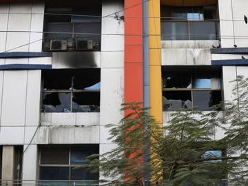 La fachada del hospital de Maharashtra (India) tras el incendio