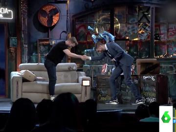 El 'troleo' del actor Pablo Rivero a David Broncano que acaba provocando que el presentador le felicite