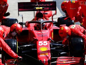 Carlos Sainz en el 'pit lane' del Gran Premio de Portugal