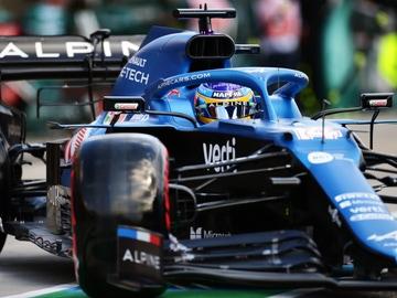 Fernando Alonso, subido en el Alpine