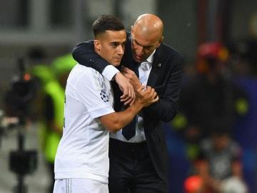 Lucas Vázquez y Zinedine Zidane en la final de Champions de Milán