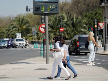 Un termómetro marca 32 grados este viernes en Valencia