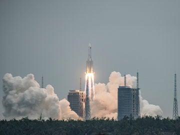 El cohete chino fuera de control, en el momento del despegue