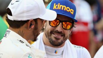 Fernando Alonso, con Lewis Hamilton