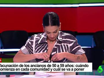 """El descuido de Lorena Castell con su camisa en directo: """"Tengo un problema, me he bajado sin vestir"""""""