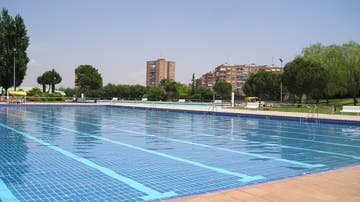 Imagen de una piscina comunitaria